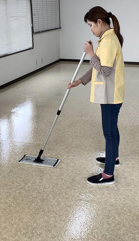 ビルメンテナンス ワックス掛け清掃作業風景