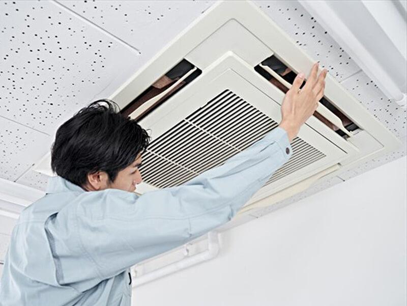 エアコンクリーニング作業風景