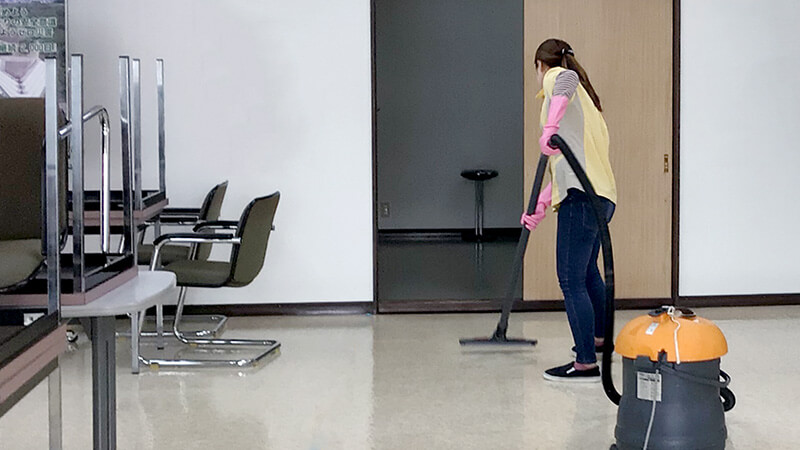 清掃作業シーン